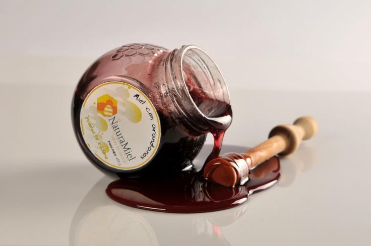 Exquisita miel  con arándanos naturales que le otorgan una textura única.  Envase de 250 gr.