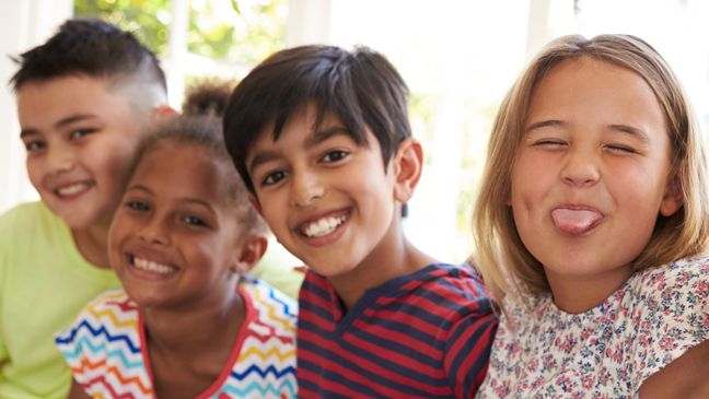 Wat kan je als leraar doen om anderstalige nieuwkomers te integreren in de klasgroep en aan vrienden te helpen? Onderzoeker Koen Mattheeuws geeft 9 tips.