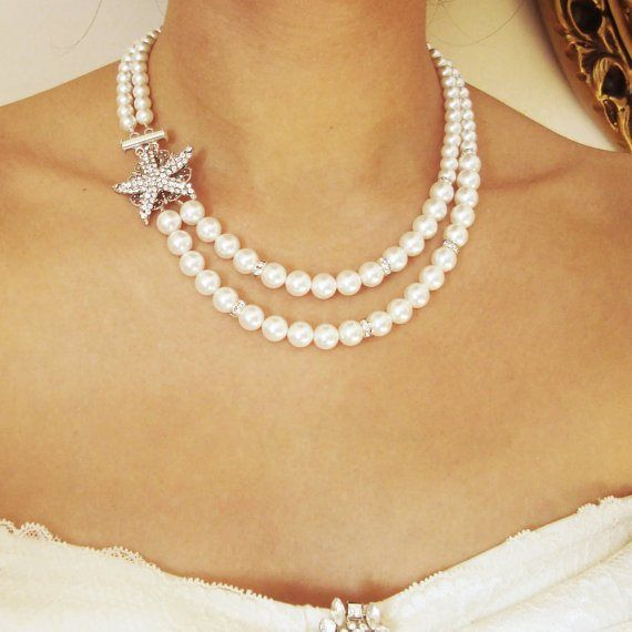Nice necklace for a beach themed wedding. Pearls and the rhinestone starfish