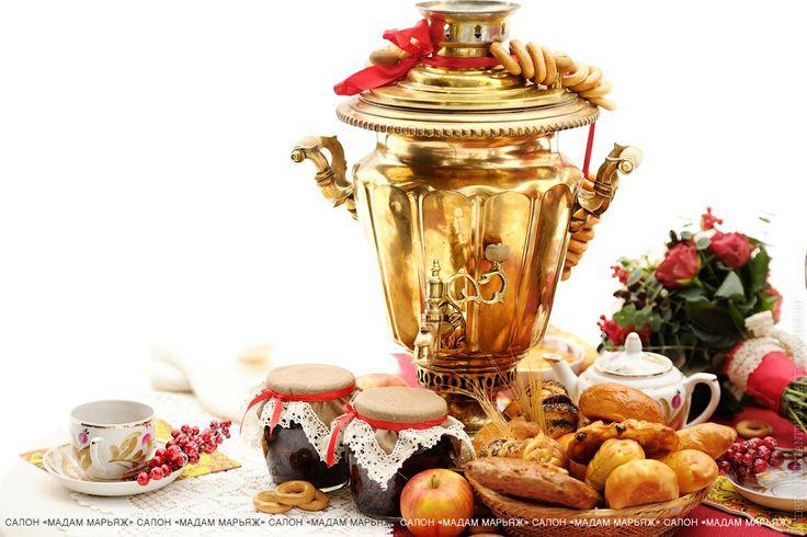 Сочные яблочки, пузатый самовар с ароматным чаем и тягучий мёд!