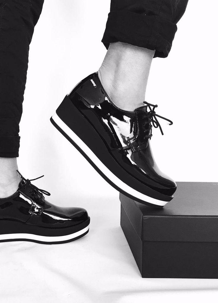 Oxford + charol + plataforma = Like! Nuevos #zapatos bicolor Mustang para esta temporada.