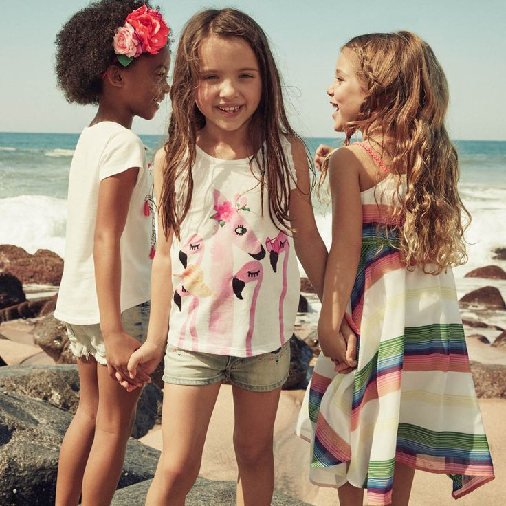 Get a new summer wardrobe with H&M! Check out the kids summer collection now.