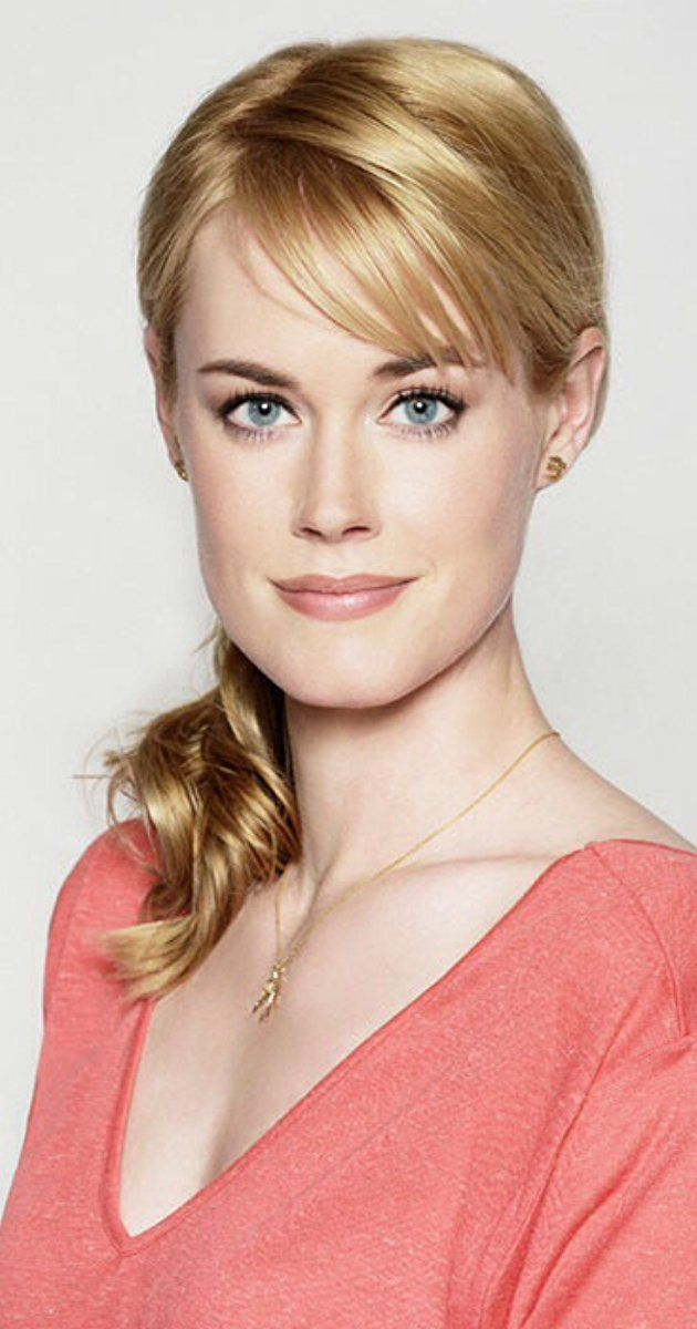 Abigail Hawk Actress Christmas In Vermont Abigail Hawk Was Born As Abigail Gustafson She Is An Actre Blue Bloods Tv Show Baker On Blue Bloods Blue Bloods