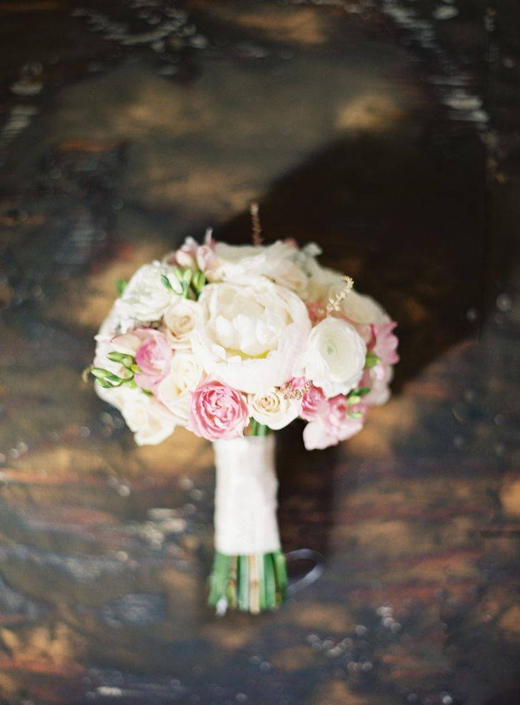 Photography: Kurt Boomer - kurtboomerphoto.com Floral Design: My Wedding Blooms - myweddingblooms.com | Rustic and Romantic Alfresco Wedding in Malibu: