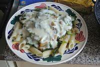 M i j m e r i n g e n . . .: Mijmering 73 Pasta met kaassaus en bergen bladgroente....en levensbeschouwing.