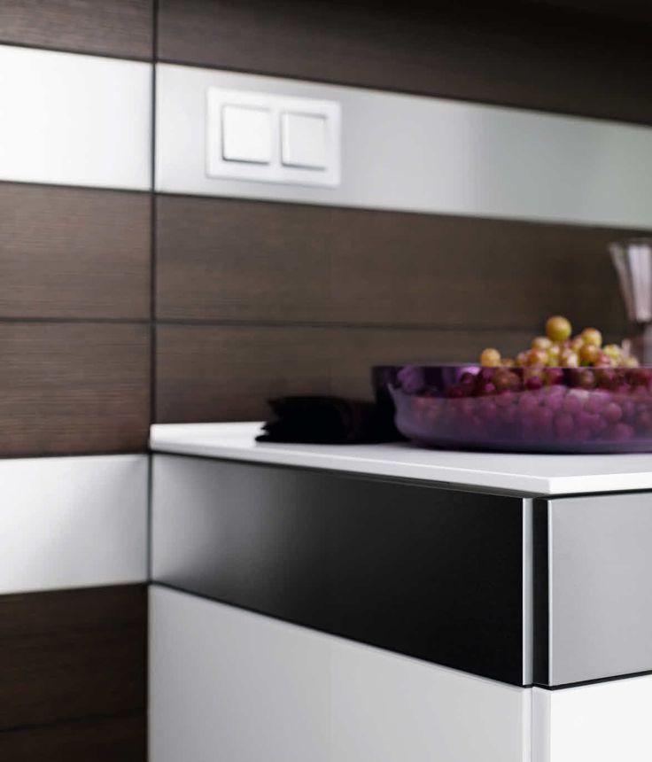 ARTESIO_glass Polar White_brushed Pine_closeup_cabinets. German  KitchenKitchen ...