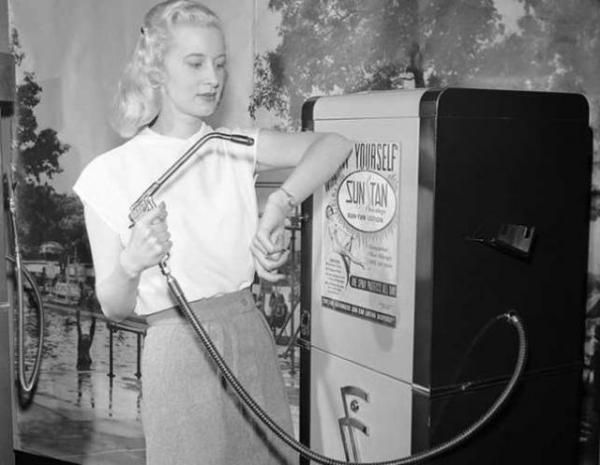 Suntan vending machine, 1949. If my understanding of how they faked stockings in the '40s holds true, that's just a tank full of tea...