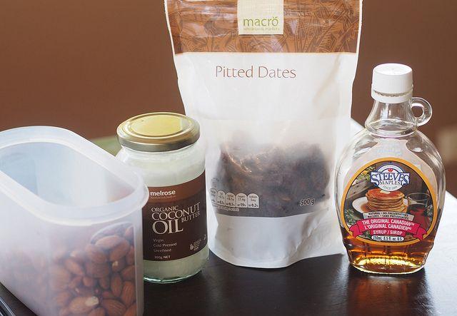 date + almond balls (gluten + dairy free)
