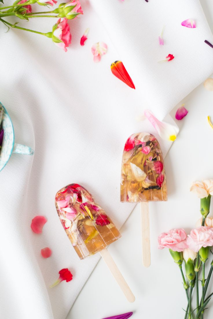 These aren't your ordinary pops! Make these DIY Floral Valentine's Soap Pops for a twist on the romance.
