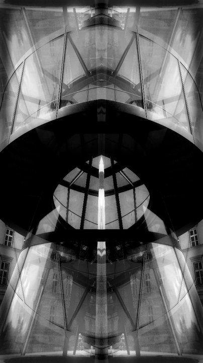 UFO OFFICE SYMMETRY FRAMELESS