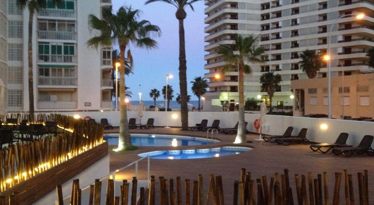 Hotel Santamarta Cullera Set just 50 metres from Racó Beach in Cullera, Hotel Santamarta features a sun terrace with an outdoor pool and a children's pool. Free WiFi is available and there is an on-site restaurant.  All rooms have a private terrace and air conditioning.