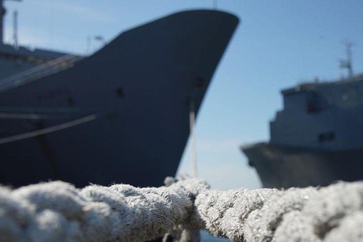Hold line one! . . . . . #boat #boats #ship #ships #navy #reserve #activeduty #military #battleship #warship #carrier #naval #fleet #photo #photography #photograph #image #photooftheday #daytodayphotography  #alameda #oakland #sanfrancisco #sony #a9 #alpha #mirorrless #california