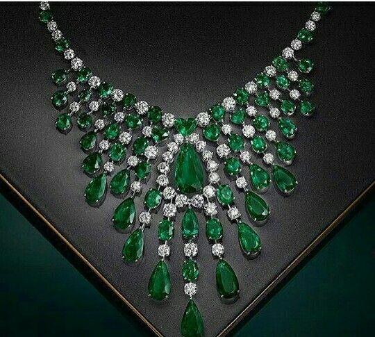Luxury imitation jewellery manufacturer. Alloy metal Big emerald stons and cirstal diamonds jewellery prong settings stons and white gold rhodium. Wholesale prices email labonoart@gmail.com WhatsApp +919029304227, (Mumbai lndia)