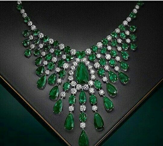 Luxury imitation jewellery manufacturer. Alloy metal Big emerald stons and cirstal diamonds jewellery prong settings stons and white gold rhodium. Wholesale prices email labonoart@gmail.com WhatsApp +919029304227, (Mumbai lndia)