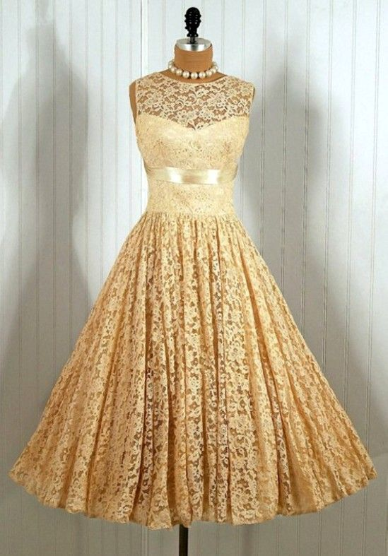 1950s Vintage Dress....it reminds me of a dress I wore ti a chrustmas oarty a few years ago.  Love it!
