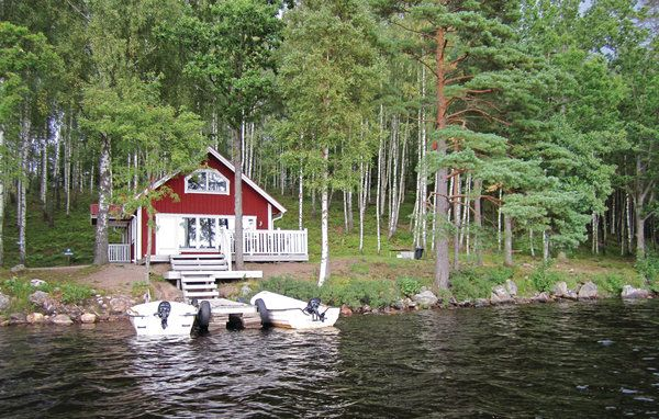 Vakantiehuis - Saraböke/Hyltebruk, Zweden   Het vakantiehuis voor maximal 8 personen is uitstekend ingericht. Geniet van een fantastisch uitzicht op het meer vanaf het terras en de woonkamer. Meer info: http://www.novasol.nl/p/S04761