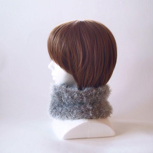 流行りのモコモコ感いっぱいで襟元のアクセントと暖かさを♪またターバン風にヘアーバンドとしてもお使いいただけます。チクチクする感じはなく、とても肌触りのよい糸で編んでおります。いろんなシーンで活躍できるファッション小物としてお使いください。●カラー:グレー●サイズ:輪の内寸40cm 高さ15cm●素材:ナイロン100%●注意事項樹:既製品にはない楽しいものを編んで、製作しております。手に取っていただいた方に喜んでいただけるよう、創意工夫しながら、また丁寧に作ることを心がけております。気になる点がございましたら、お気軽にお問い合わせください。既製品にはない手作り感を楽しんでいただけたら大変嬉しく思います。よろしくお願いいたします。●作家名:MAKIKo#ふわふわ #柔らかい #暖かい #ファー #レディース #秋冬トレンド  #もこもこ #防寒 #かわいい #大人可愛い #おしゃれ #ふんわり #チクチクしない #秋冬コーデ #ファッション #お洒落 #2way #ネックウォーマー #ヘアターバン #マフラー #ヘアバンド #スヌード #ヘアアレンジ #保温性抜群 #リングマフラー…