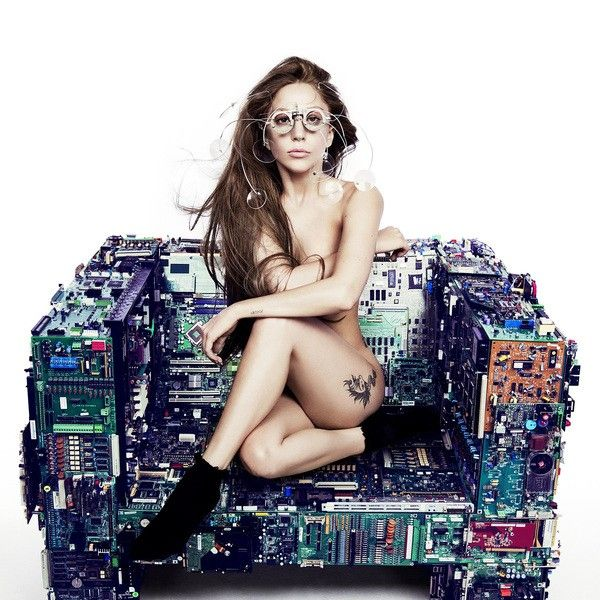 Lady Gaga Releases 'Applause' | Lovelyish