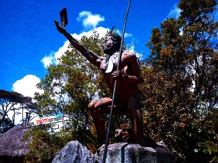 Monumen Patung Kepala suku Ukumearik Asso. Wamena, Papua.