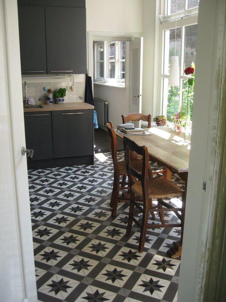 Tegelvloer met cementtegels Azule van Designtegels #keuken #keukentegels