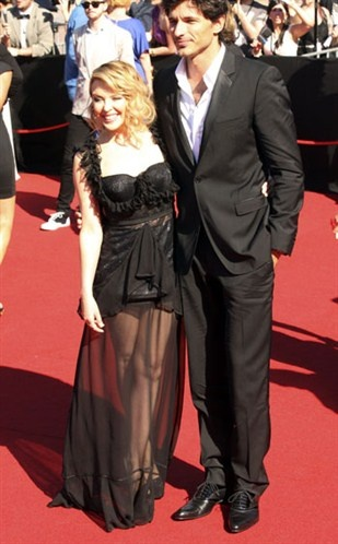 Celebrity Couples With Awkward Heights  // Kylie Minogue and Andres Velencoso