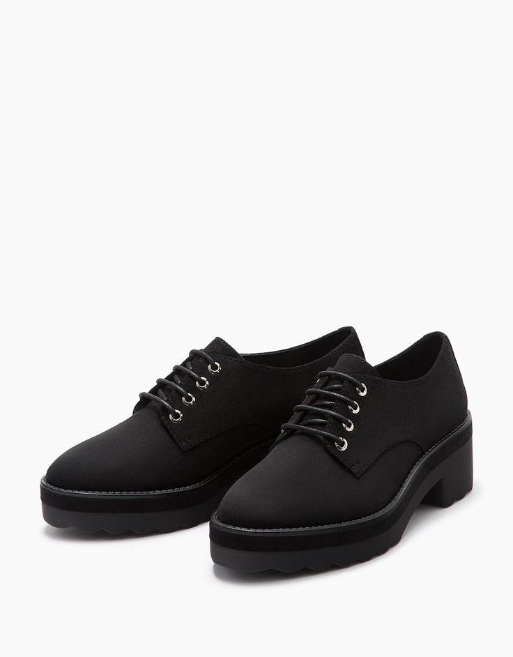 26 Zapato plano acordonado - Zapatos - Bershka España