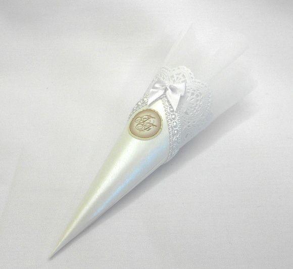 Cone de amêndoas personalizado. Sugestão para lembrancinha de casamento, maternidade ou batizado. incluso 5 amêndoas em cada cone. R$ 7,35