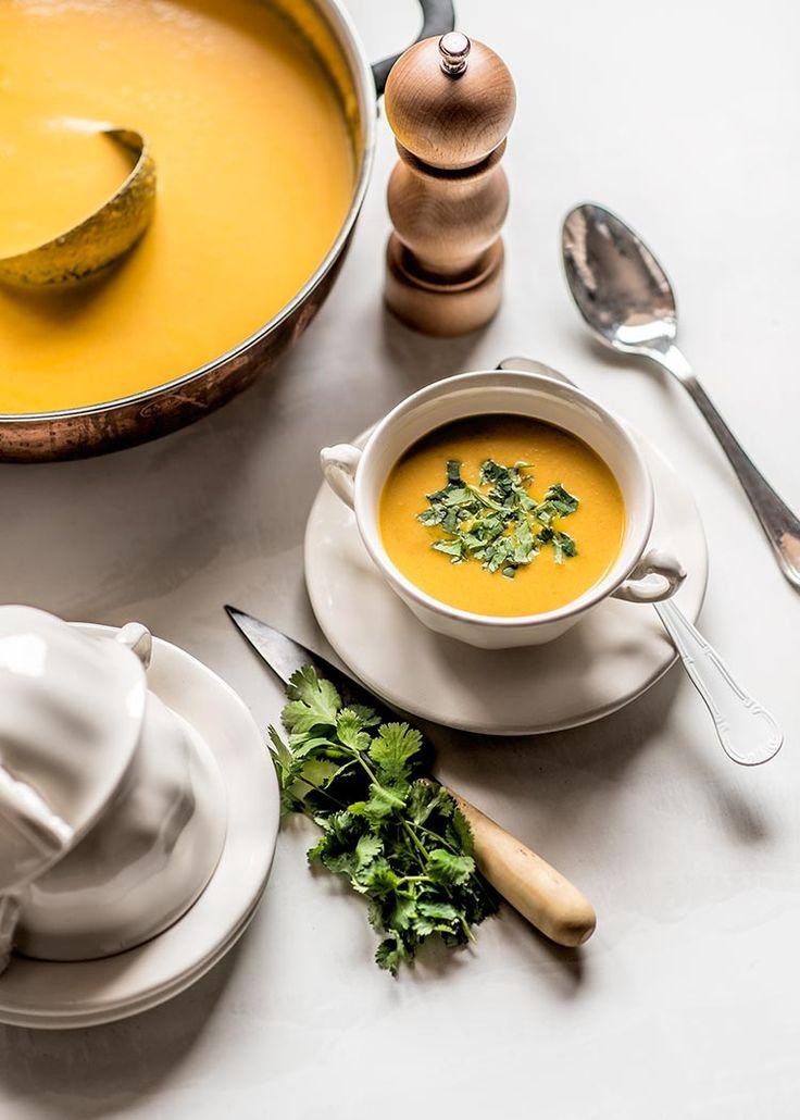 Receta fácil de crema de zanahoria vegana, con zanahoria, jengibre y leche de coco. Elaboración con fotos paso a paso y consejos.
