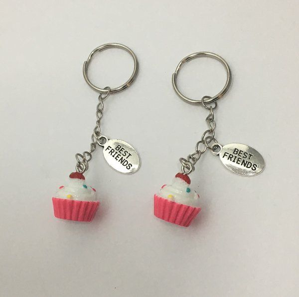 14.99$ Best Friends Love Cupcakes Keychains