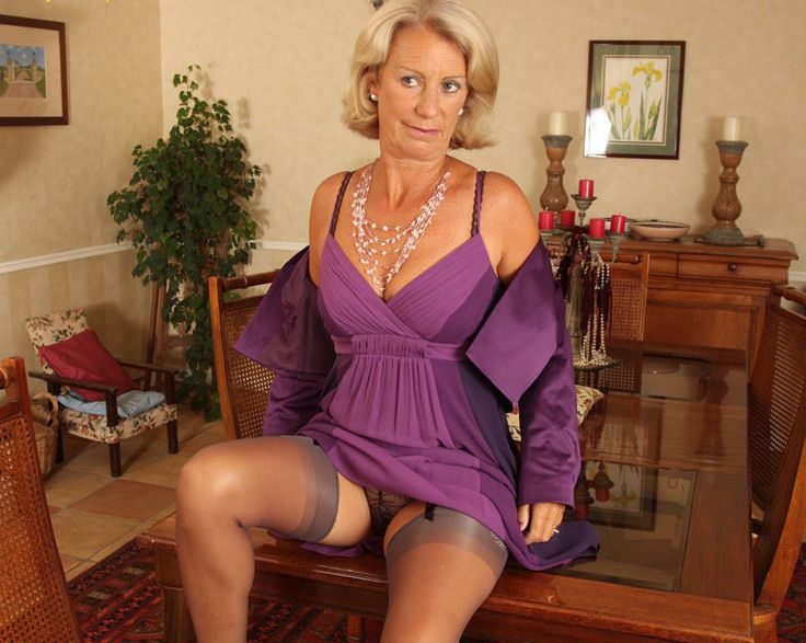 Sexy granny in pantyhose, put your fingers in my nude