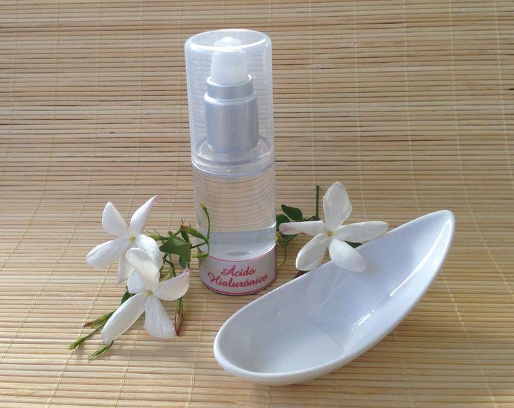 Receta para elaborar gel de ácido hialurónico al 1%. Se trata de un producto ideal para tratar las pequeñas arrugas en rostro y cuello. #cosméticanatural