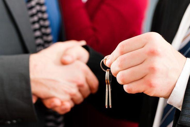 Už viem, akému maklérovi budem volať, keď budem riešiť bývanie. Tento pán sa naozaj vyzná.  http://alexanderkrajnak.sk/na-toto-si-davajte-pri-prenajme-nehnutelnosti-pozor/