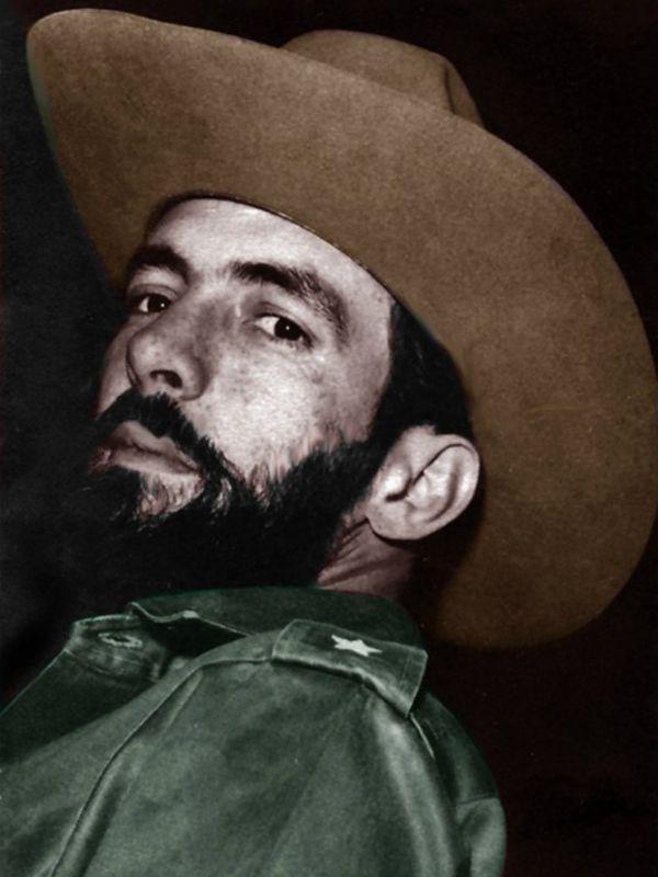 Camilo Cienfuegos Fotos en colores in 2020   Cienfuegos, Cuban dictator ...