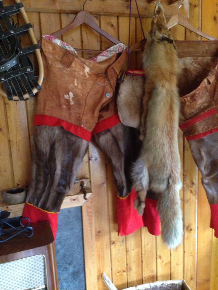 Disse buksene har nok varmet godt på kalde vinterdager på Finnmarksvidda - nå er disse bekledningene å finne på gargia fjellstue i alta , Finnmark , Norge