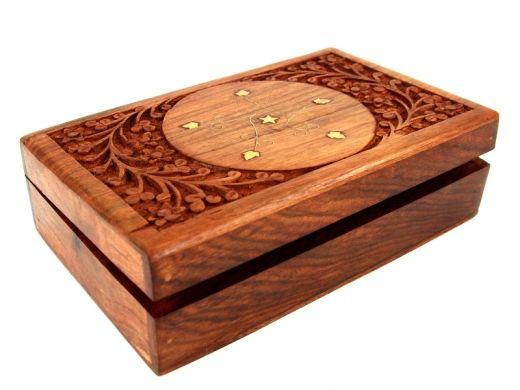 Drewniana, ręcznie wykonana szkatułka z Indonezji Handmade wooden casket from Indonesia http://www.etnobazar.pl/search/ca:przechowywanie-1?limit=128