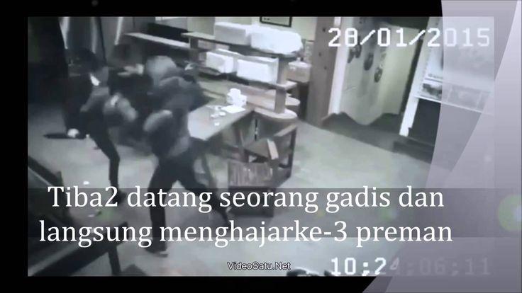 Aksi Heboh Gadis Pemberani Robohkan 3 Preman di Restoran Terekam Kamera
