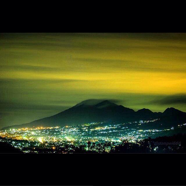 #BdgDailyPic Kaendahan Gunung Burangrang Dina Waktos Wengi. #inimahBDG Photo Kagungan @danpei666 #BDG #GunungBurangrang #Bandung #ExploreBandung #infoBDG #infobdgcom