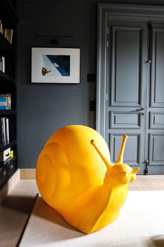 Escargot jaune en plastique décoration Salon Appartement Directrice Générale Molli Charlotte de Fayet Paris