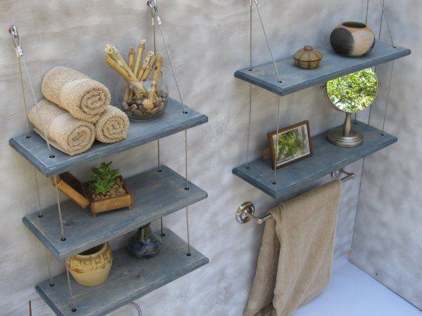 Las estanterías colgantes también son un buen recurso para decorar y organizar tus accesorios. #baño #hogar #decoracion  http://goo.gl/zKsy3q