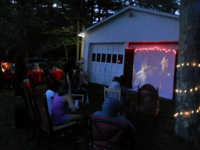 10 Steps to Throwing a Backyard Movie Party