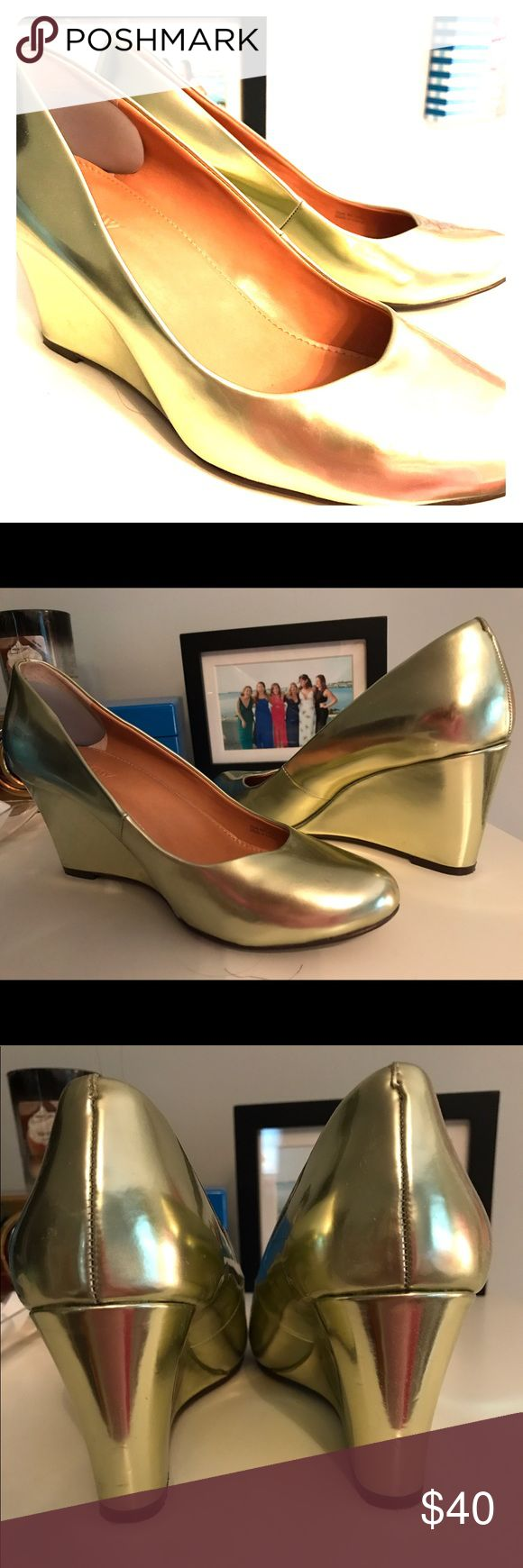 JCrew Factory Gold Wedges👡 Genuine Leather•Size 7 These fun leather wedges add a pop of shine to any outfit this summer! Hardly ever worn, these shoes are in excellent condition. As always they are a true classic JCrew design that compliment every outfit for any occasion! Two inch heel, Size 7 J. Crew Factory Shoes Wedges
