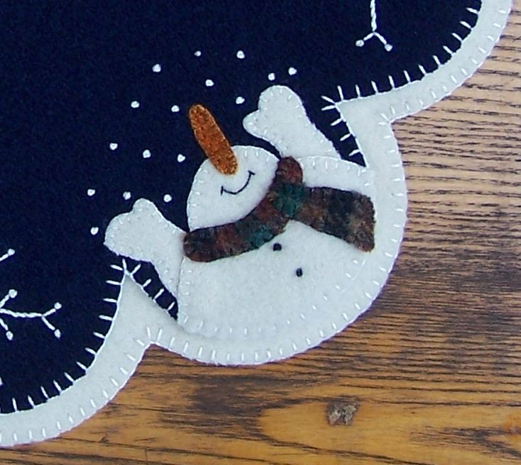 Do you not just love the joyful nose on this snowman? Christmas tree skirt.  Cath's Pennies Designs: Embellishing With Threads