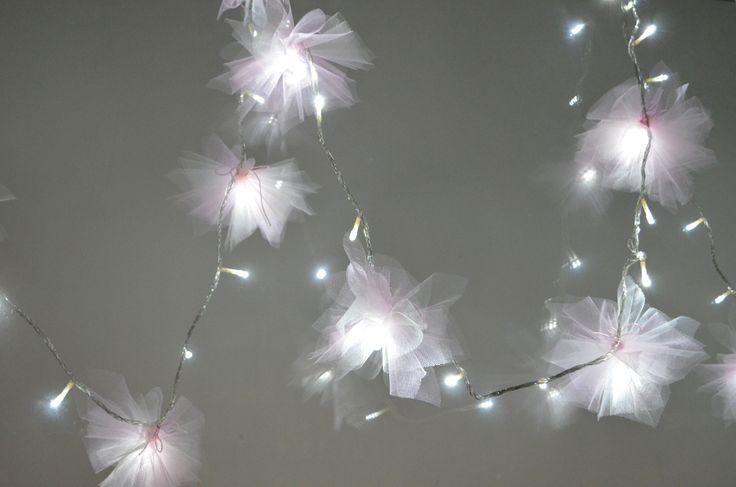 DIY ::Tulle Flower Lights