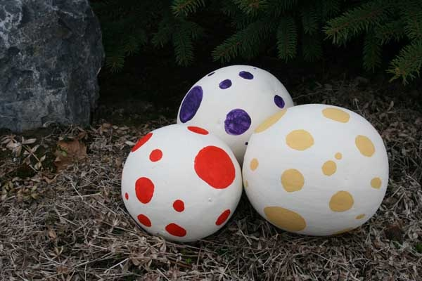 Hunt the dino egg! Put a toy inside an paper mâché egg, give patterns to each kid to find
