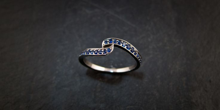 An 18ct white gold and sapphire ring