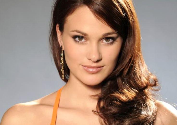 Professioneel model en Miss België 2010 Cilou Annys houdt van elegante en vrouwelijke kapsels met volume Hair, Curly, Volume