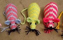 Knitted mice - pattern from the (UK) Guardian . . . calling on crafters to knit a toy mouse for cats awaiting a new home.  Use leftover yarn and donate to your local animal shelter!