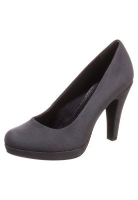 Grey shoes - classy!