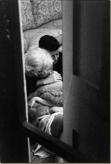 """22 de Noviembre Asesinato de Kennedy (y cuatro)   Barcelona 22 de noviembre, 50 años del asesinato de Kennedy. Iré publicando fragmentos de Kennedy (obscenity) by juan re crivello """"La carta interceptada llevaba fecha de la mañana siguiente de ..."""