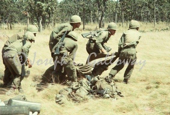 Nous étions soldats, images originales de la bataille d'Ia Drang pour! -http://www.warhistoryonline.com/articles/soldiers-original-pictures-battle-ia-drang.html